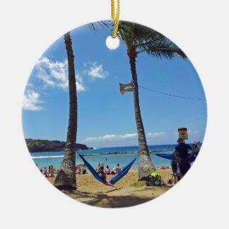 ハワイのビーチのリラックス セラミックオーナメント