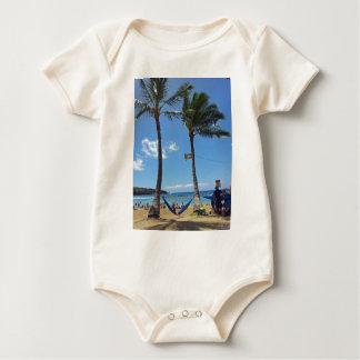 ハワイのビーチのリラックス ベビーボディスーツ