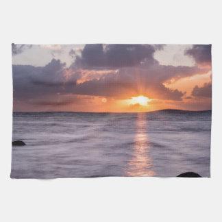 ハワイのビーチの日の出 台所タオル