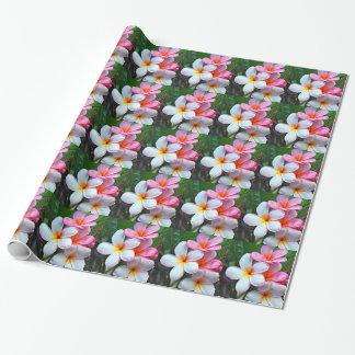 ハワイのプルメリアの花の誕生日の包装紙 包み紙