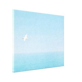 ハワイの海に飛んでいる鳥 キャンバスプリント