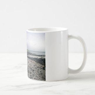 ハワイの黒い砂のビーチ コーヒーマグカップ