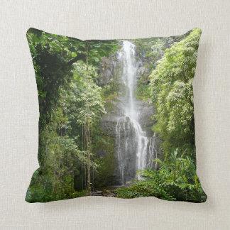 ハワイ-楽園のビーチ及び滝 クッション