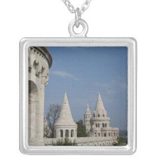 ハンガリーのブダペストの首都。 Budaの城 シルバープレートネックレス