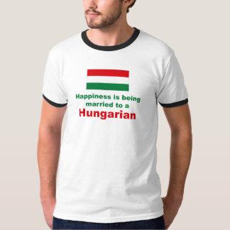 ハンガリー人に幸福に結婚した Tシャツ