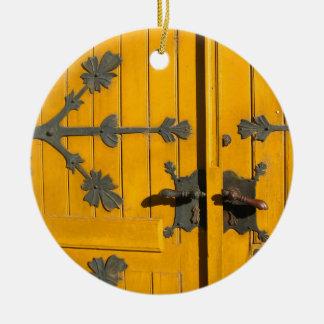 ハンガリー語によって飾られる黄色いドア セラミックオーナメント