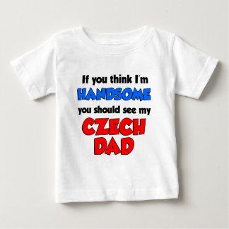 ハンサムなチェコのパパ ベビーTシャツ
