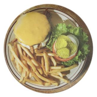 ハンバーガーおよびフライドポテト プレート