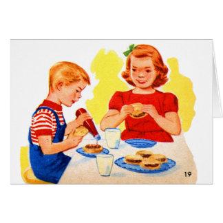 ハンバーガーのハンバーガーを食べているレトロのヴィンテージの低俗な子供 カード