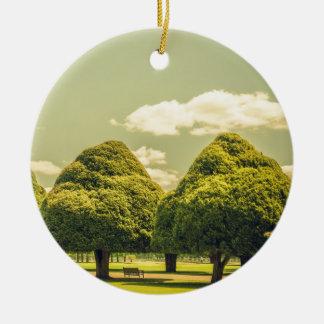ハンプトンコート宮殿の庭の彫られた木 セラミックオーナメント