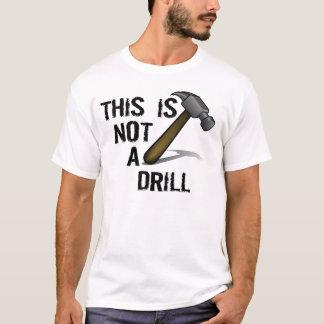 ハンマーは、これドリルではないです Tシャツ