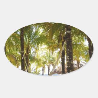 ハンモックおよびヤシの木 楕円形シール