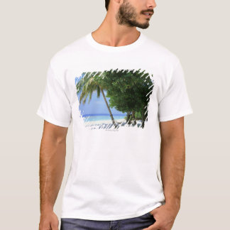 ハンモックおよびヤシの木 Tシャツ
