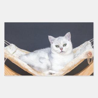 ハンモックで不精な白い猫のあること 長方形シール