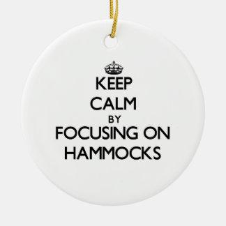 ハンモックに焦点を合わせることによって平静を保って下さい セラミックオーナメント