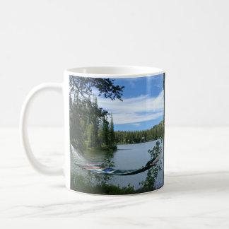 ハンモック、ベンチ、mountain湖のマグ コーヒーマグカップ