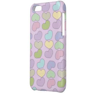 ハートおよび紫色の背景の多彩なパターン iPhone5Cケース