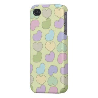 ハートおよび緑の背景の多彩なパターン iPhone 4/4Sケース