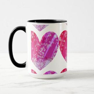 ハートによって飾られるマグ マグカップ