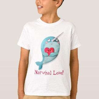 ハートのかわいいNarwhal Tシャツ