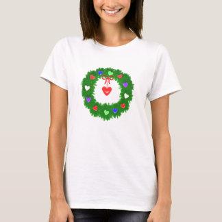 ハートのクリスマスのリース Tシャツ