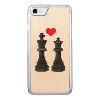 ハートのチェスの王そして女王 CARVED iPhone 7 ケース