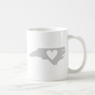 ハートのノースカロライナの州のシルエット コーヒーマグカップ