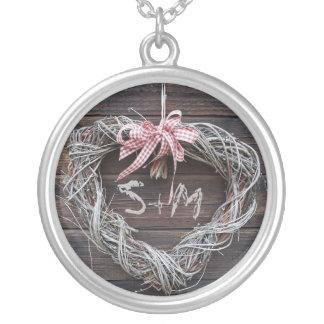 ハートのモノグラムのイニシャルの素朴なネックレス シルバープレートネックレス