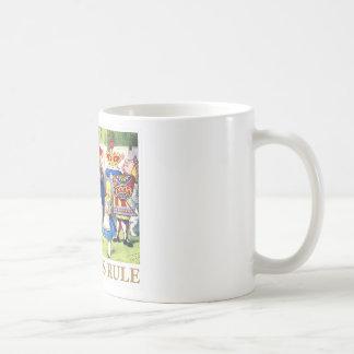 """ハートの女王はアリスを、""""女王の規則言います! """" コーヒーマグカップ"""