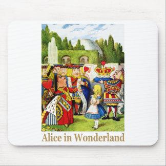 ハートの女王は不思議の国のアリスに会います マウスパッド