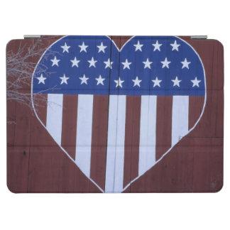 ハートの形の旗は9-11.の後で納屋で絵を描きました iPad AIR カバー