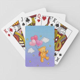 ハートの気球の遊ぶカードを持つくま トランプ