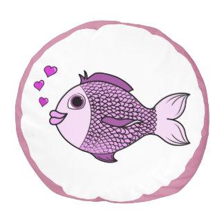 ハートの泡を持つバレンタインデーのピンクの魚 プーフ