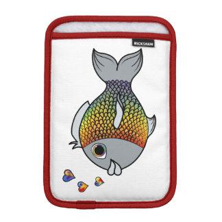 ハートの泡を持つバレンタインデーのレインボーフィッシュ iPad MINIスリーブ
