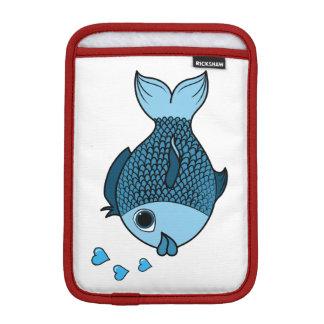 ハートの泡を持つバレンタインデーの青い魚 iPad MINIスリーブ