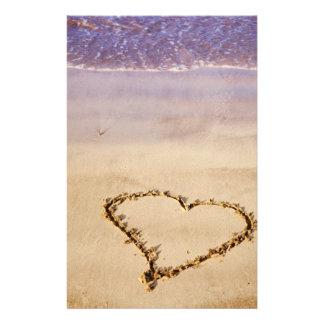 ハートの砂のビーチの海のロマンチックなバレンタイン-カスタム 便箋