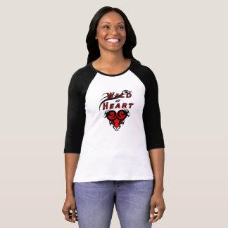 ハートの種族愛の野生の女の子 Tシャツ