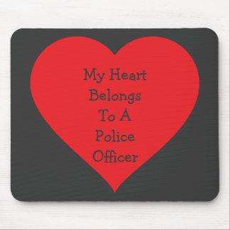 ハートは警察官は2属します(カスタマイズ可能な) マウスパッド