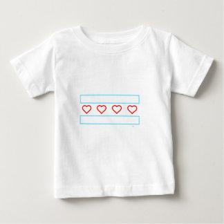 ハートは輪郭を永久に縞で飾り、 ベビーTシャツ