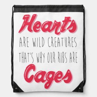 ハートは野生の創造物-感動的な引用文です ナップサック