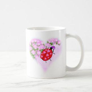 ハートを持つてんとう虫 コーヒーマグカップ