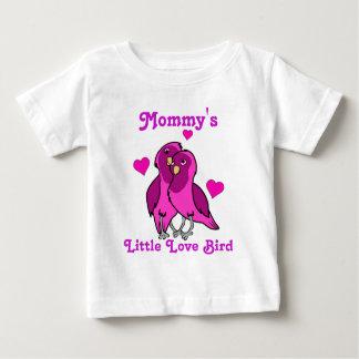 ハートを持つバレンタインデーのショッキングピンク愛鳥 ベビーTシャツ