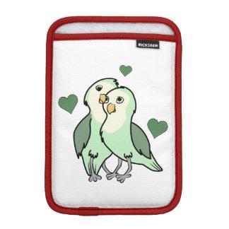 ハートを持つバレンタインデーの緑愛鳥 iPad MINIスリーブ