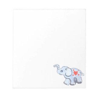 ハートを持つ象の赤ん坊 ノートパッド