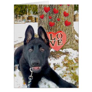 ハート及び愛大きいバレンタインを持つ黒いGSDの子犬 カード