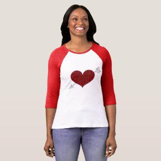 ハート及び矢のバレンタインデーの女性のraglanのワイシャツ tシャツ