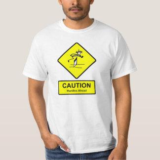 ハードルの前方に印の陸上競技の運動競技に警告して下さい Tシャツ