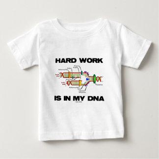 ハードワークは私のDNA (DNAの写し)にあります ベビーTシャツ