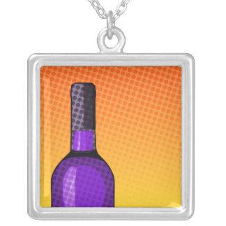 ハーフトーンの喜劇的なワイングラスおよびボトル シルバープレートネックレス