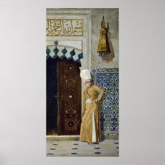 ハーレムのドアの前の宦官 ポスター
